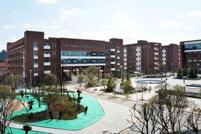 贵阳市第一高级技工学校-校园一角