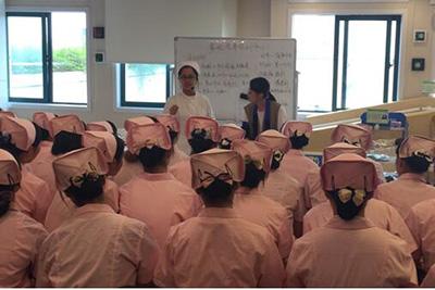 成都华大医药卫生学校-老师课堂示范